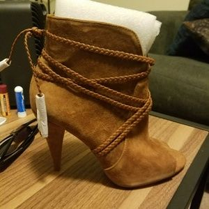 Vince Camuto Tan Leather booties